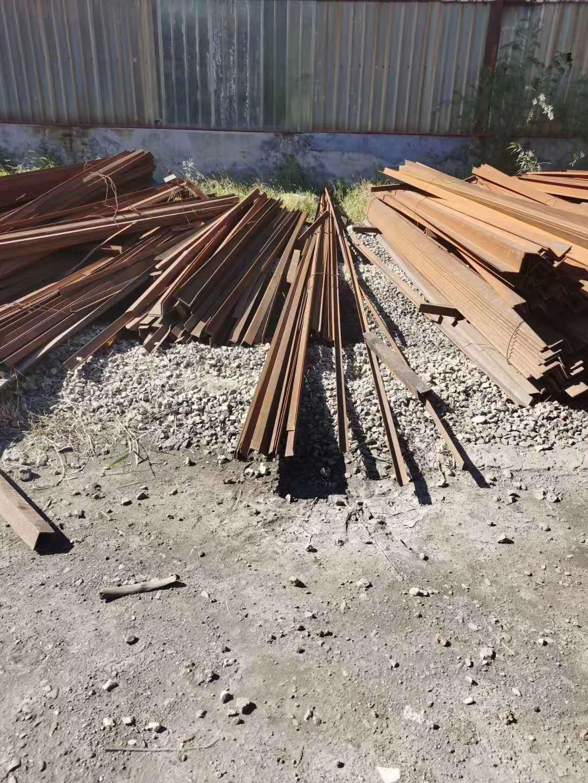 急出售各种型号二级角钢厚度5-9,长度5-12米,现货200多吨,长期有货,天津