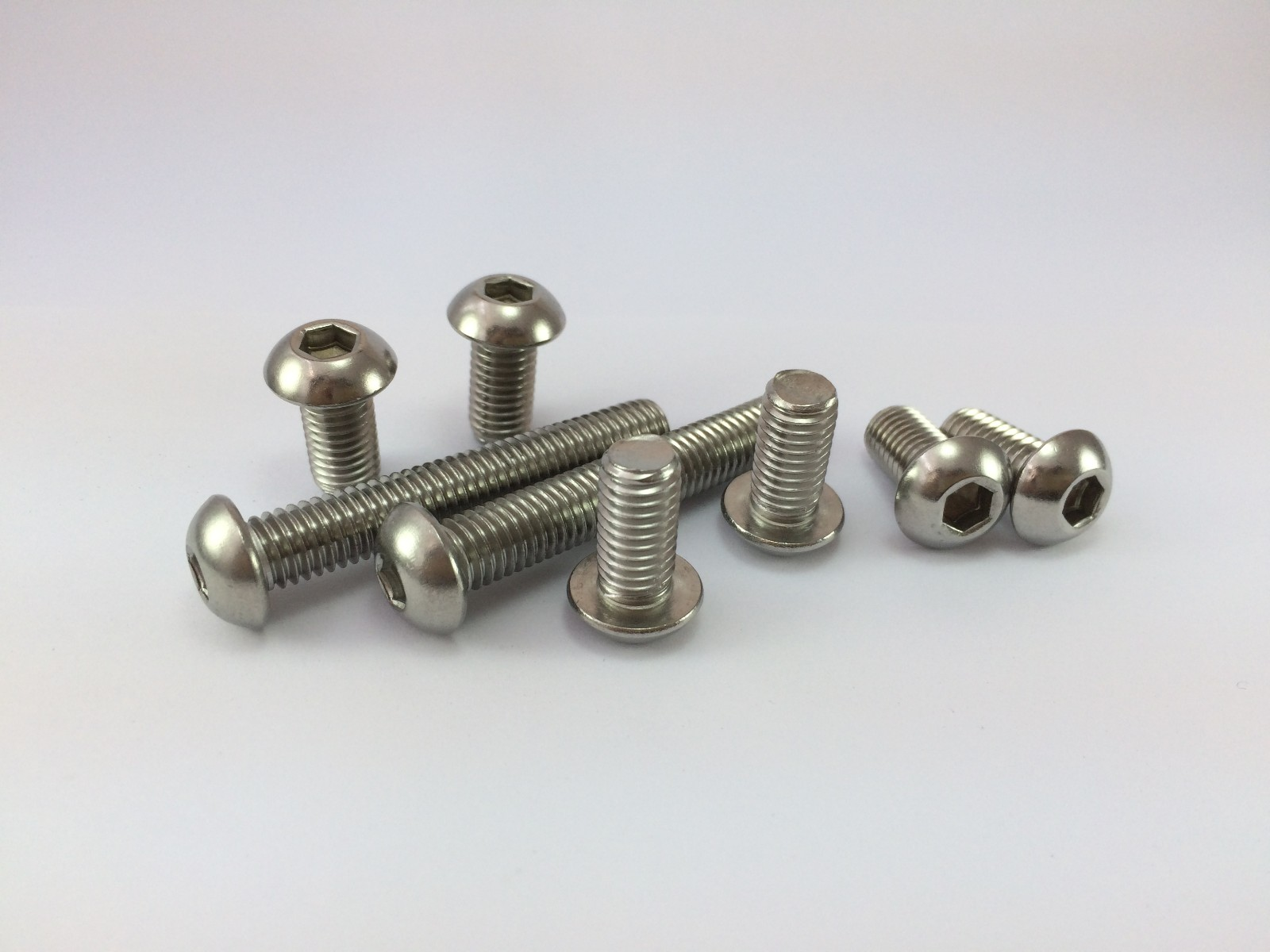 304不锈钢GB70.2平圆头内六角螺钉 ISO7380半圆头内六角螺丝